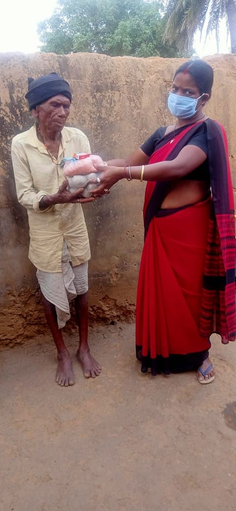 Maiko Marandi receives ration.
