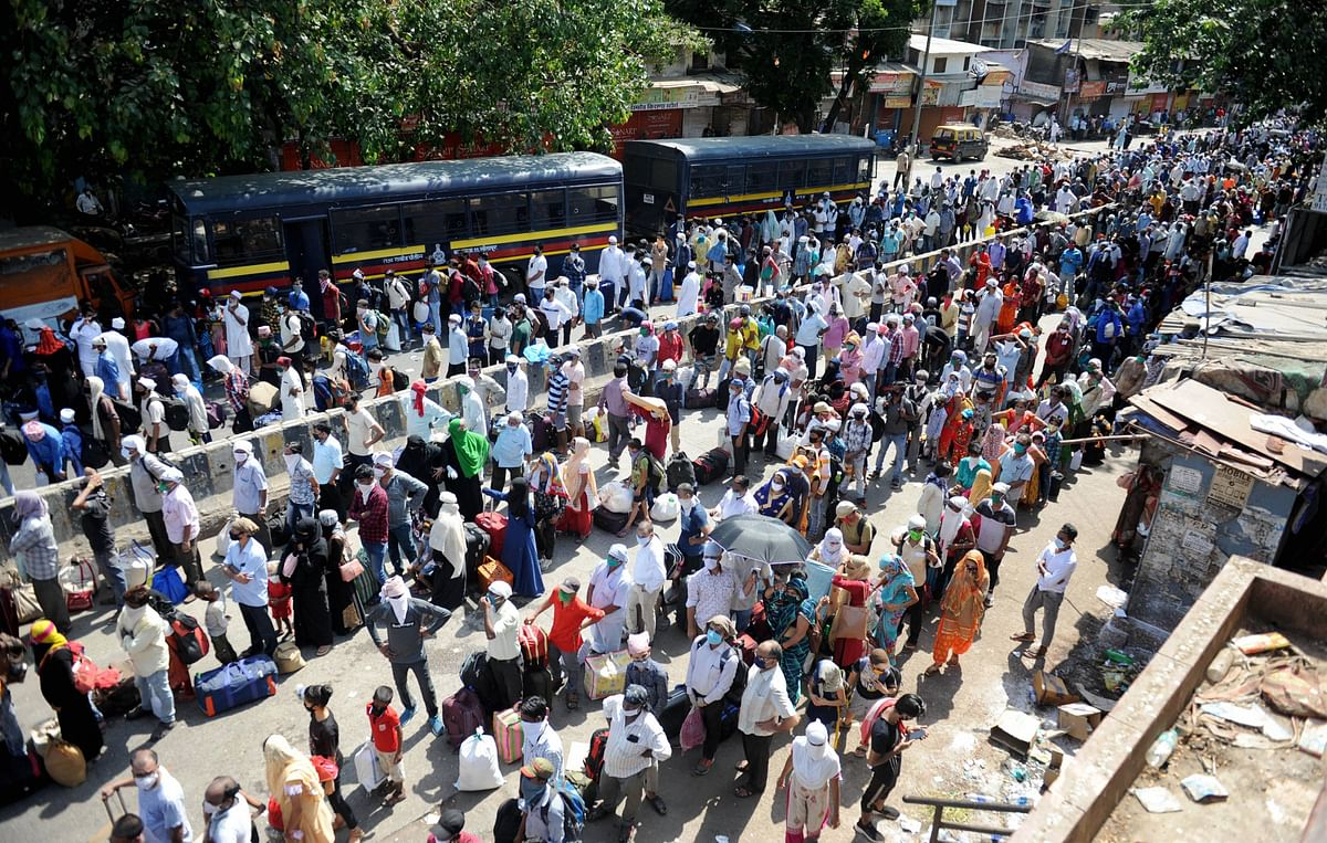 Migrants Stranded in Mumbai as Centre & State Spar Over Trains