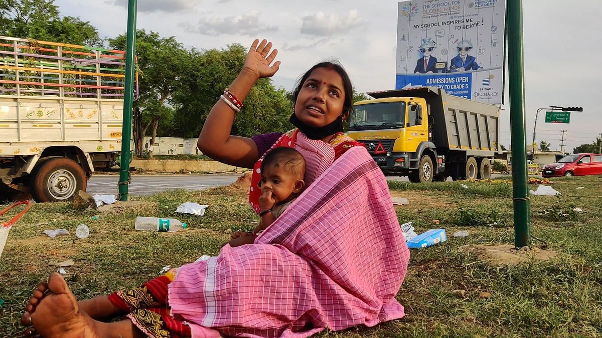 Jamuna, a migrant worker, along with her child.