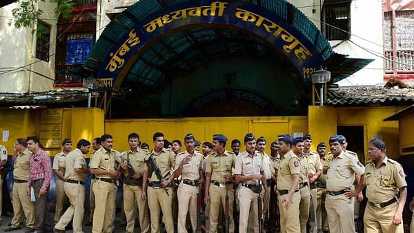 As COVID-19 Hits Mumbai Jails, Decongesting is the Only Way Ahead