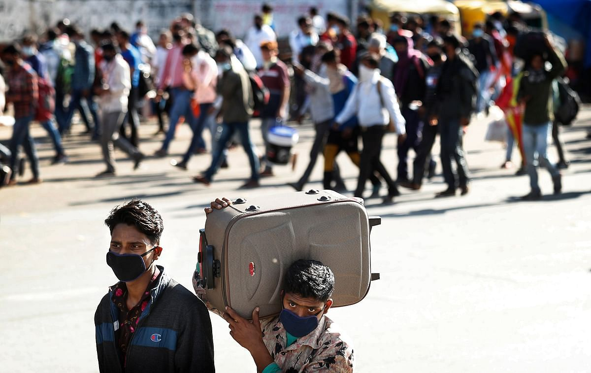 Migrant daily wage laborers make the journey to their respective villages on foot following a lockdown amid concern over spread of coronavirus in New Delhi, India, Friday, 27 March 2020.