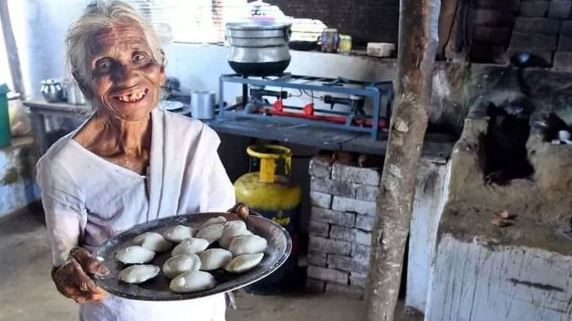Despite Losses, Old Woman Sells Idlis For Re 1 So Migrants Are Fed