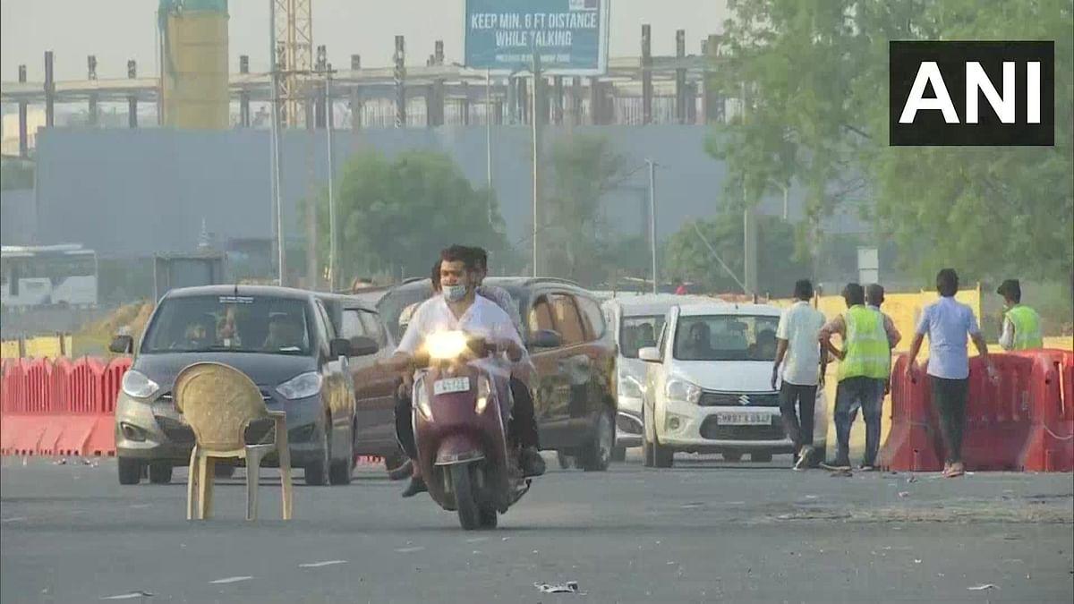 Commuters Pour in As Delhi Borders Reopen Under 'Unlock 1.'