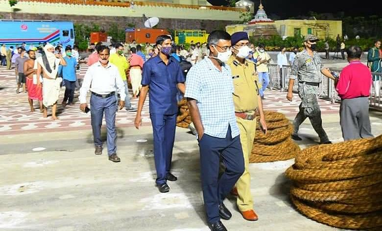 The government officials carried out numerous rounds of inspection on Monday night before the Rath Yatra was officially began.