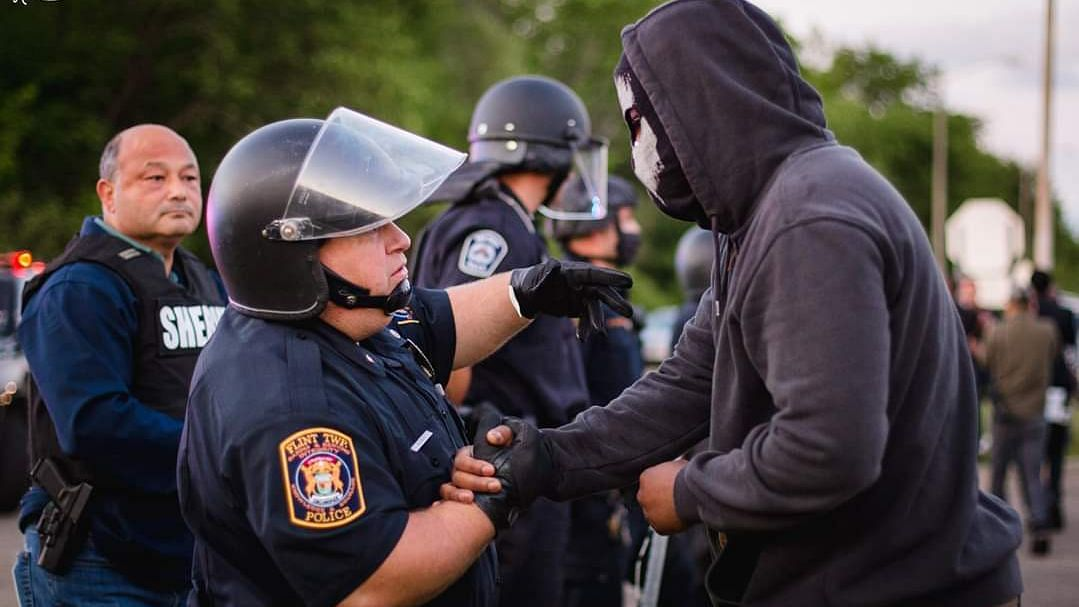 #GeorgeFloydProtests: Cops Stand in Solidarity  With Protesters