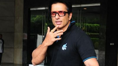 Sonu Sood Clarifies He Wasn't Stopped From Entering Bandra Station