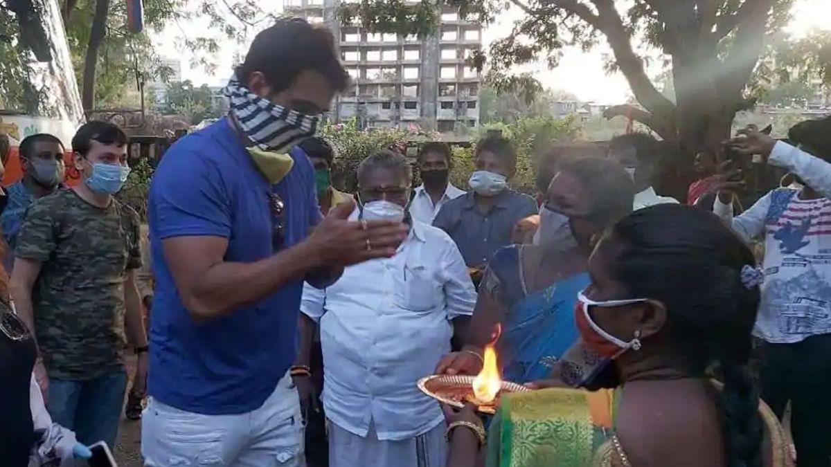 Sonu Sood at it again, sends 200 Idli vendors stuck in Mumbai home.