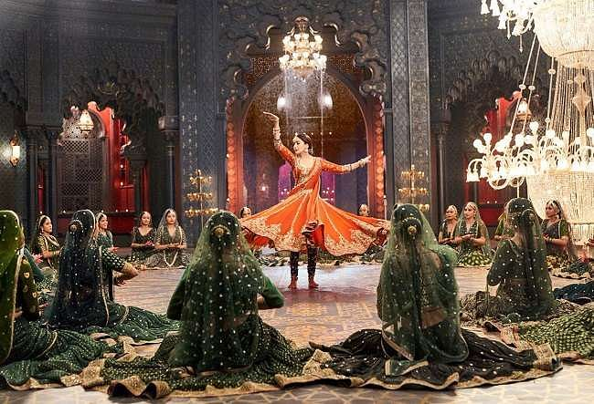 A still from Tabaah Ho Gaye song from <i>Kalank</i>.