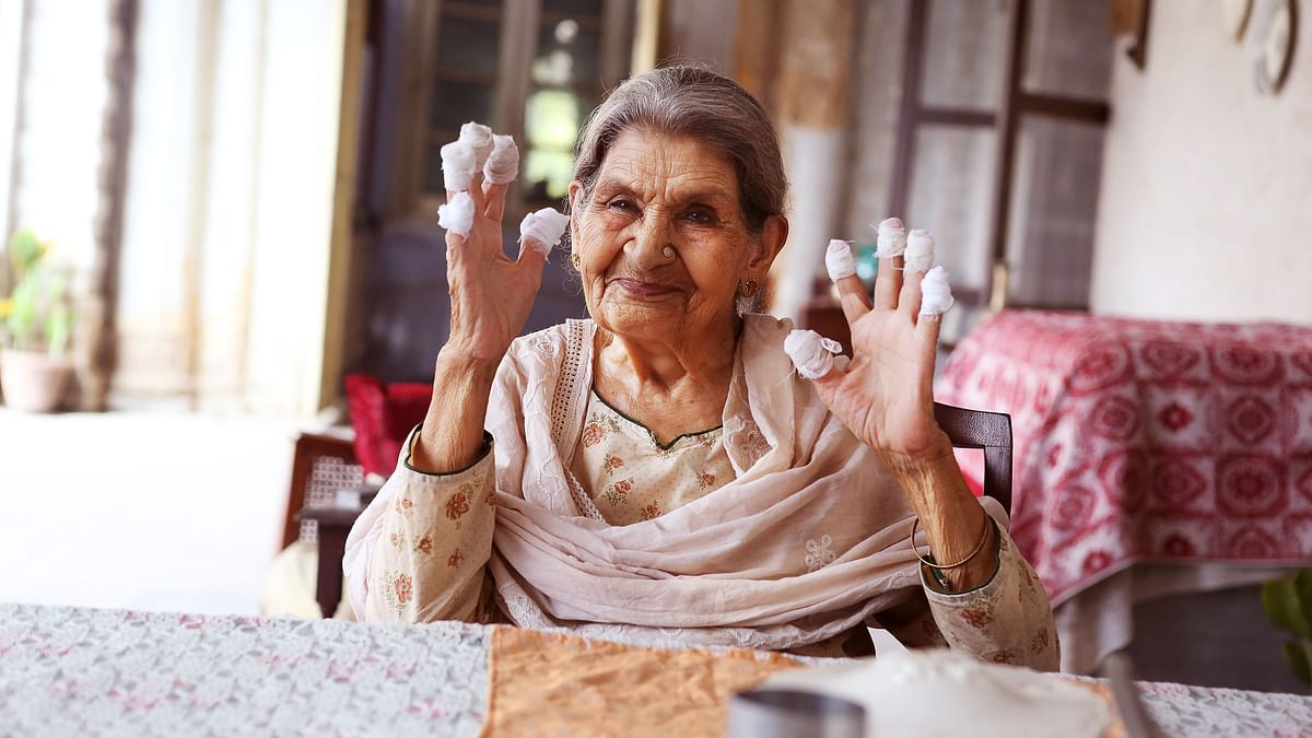 """<div class=""""paragraphs""""><p>Farrukh Jafar, the 88-year-old actor who played begum in 'Gulabo Sitabo'.</p></div>"""