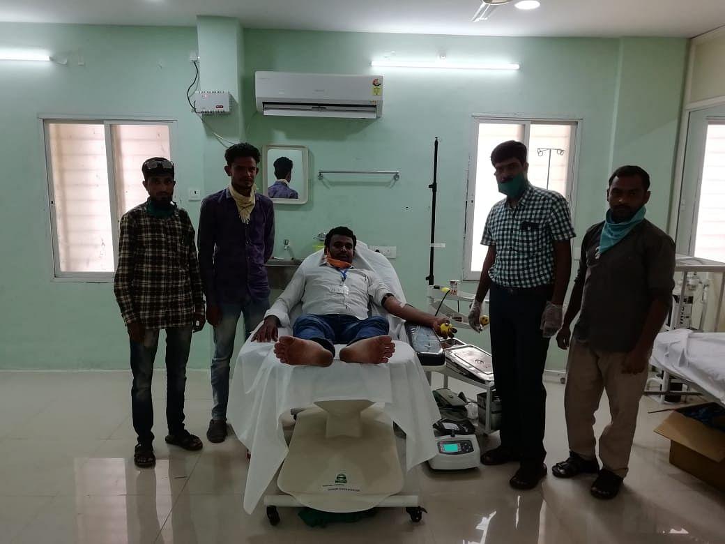 Wajid travelled 60 kilometers to donate blood for Vinay