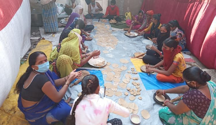 Filmmaker Guneet Monga Helps Support a Community Kitchen in Juhu