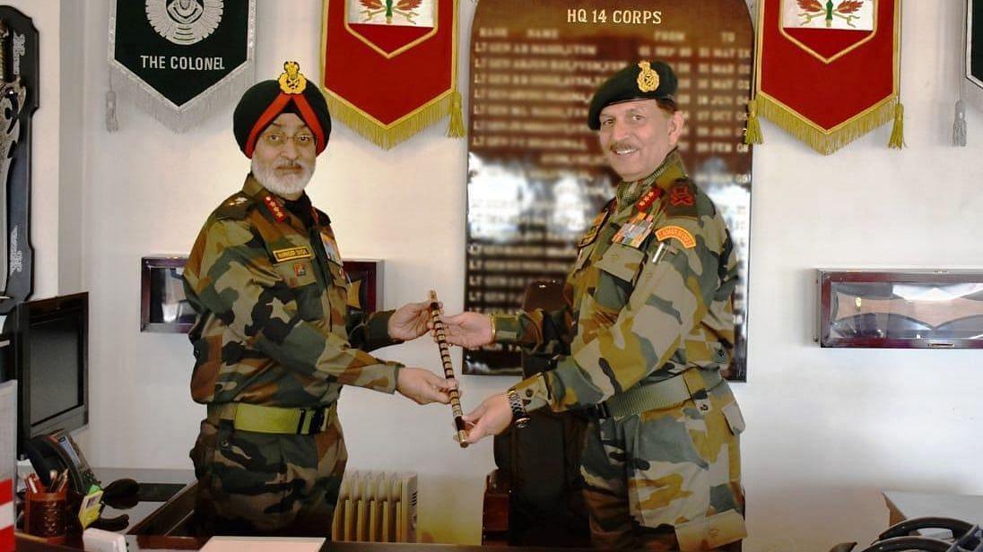 Lt Gen Joshi (right) handing over command of 14 corps to Lt Gen Harinder Singh (left).