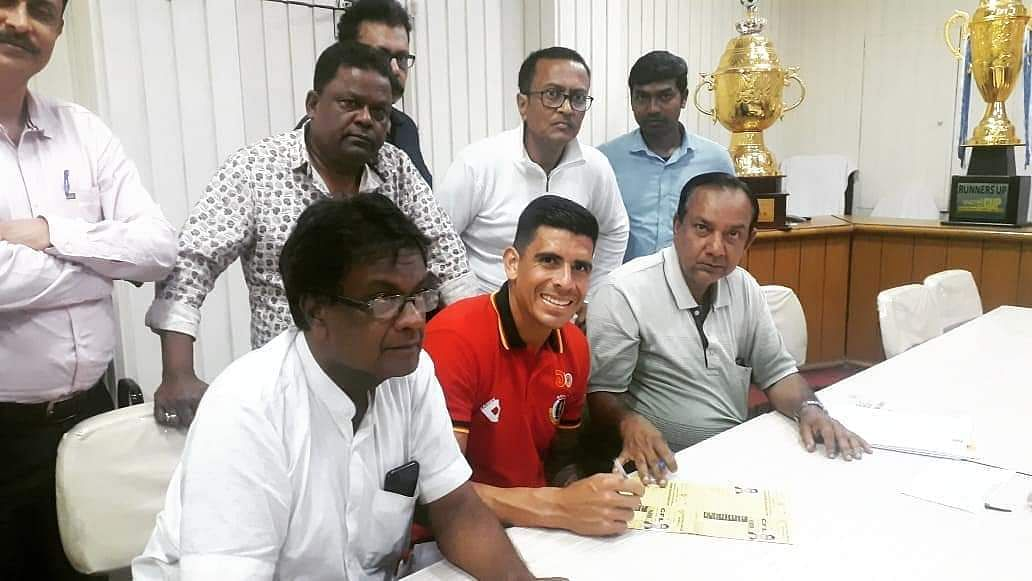 Costa Rican World Cupper Johnny Acosta has lashed out at Quess East Bengal for not helping him at all while trying to return home after the lockdown was announced.