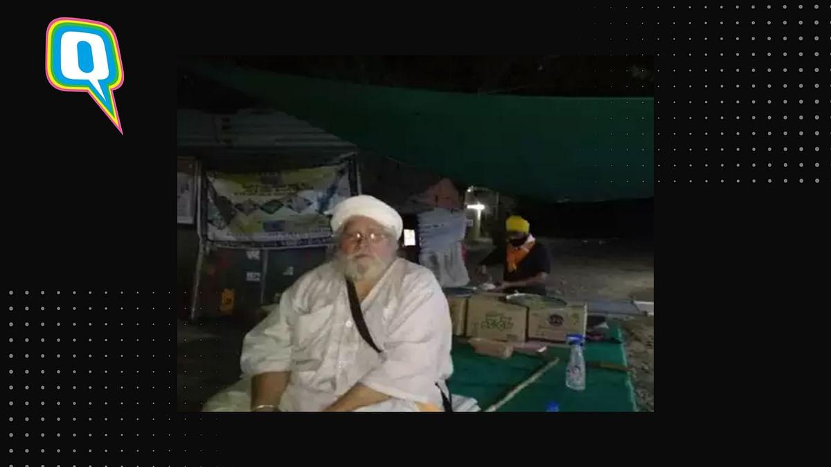 Khaira Babaji is helping those commuting on the National Highway-7 near Karanji.