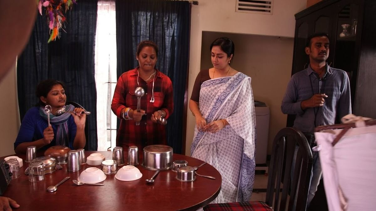 Choreographer Viji with actor Jyothika on the <i>Kaatrin Mozhi's&nbsp;</i>set.