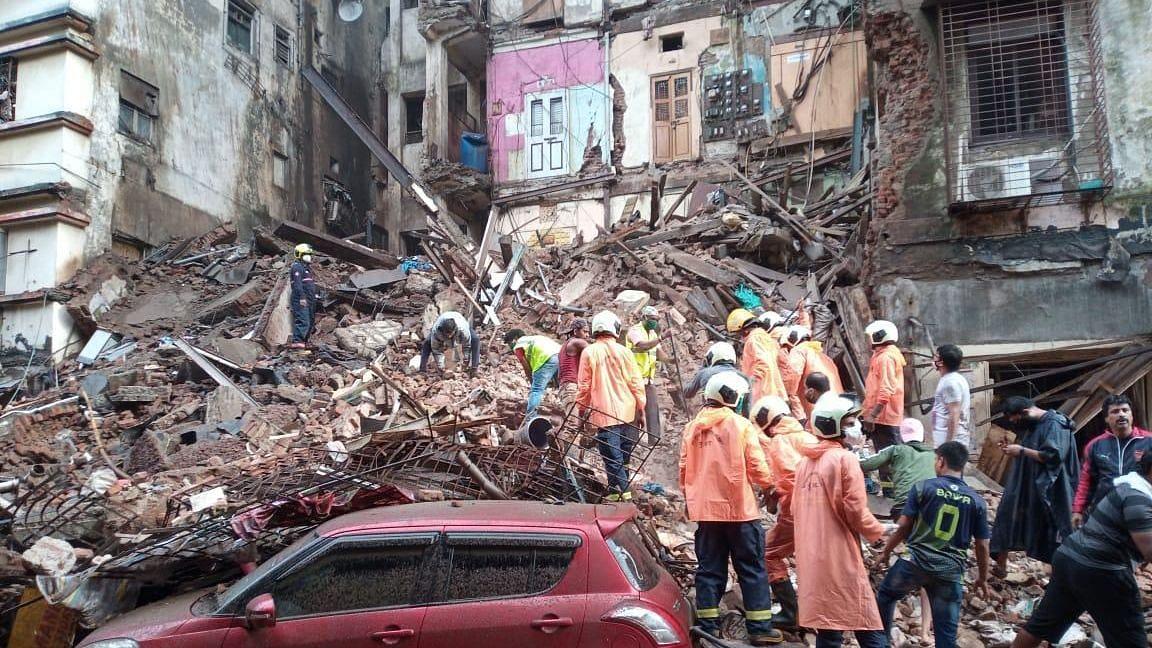 9 Dead in Building Collapse in Mumbai's Fort, Uddhav Visits Site