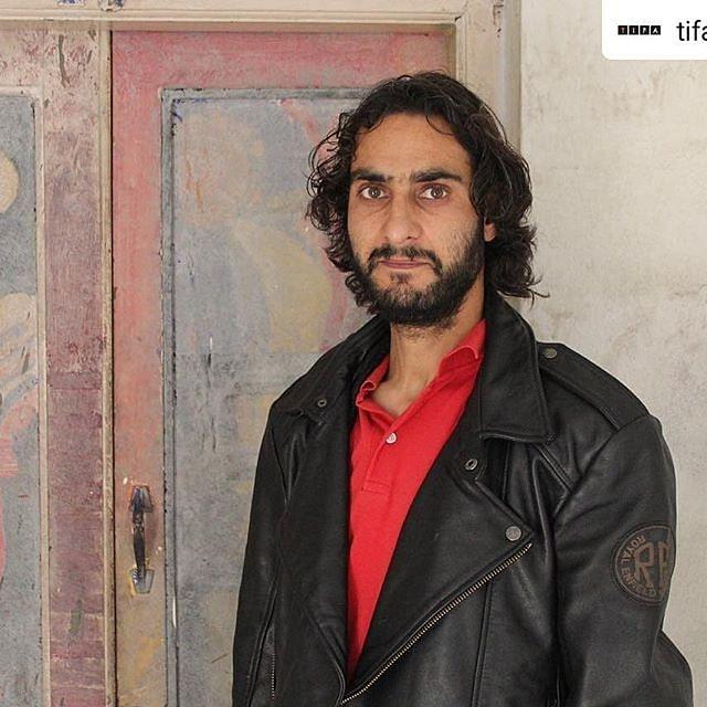 Khursheed narrates the tales of Kashmir through his public performances.