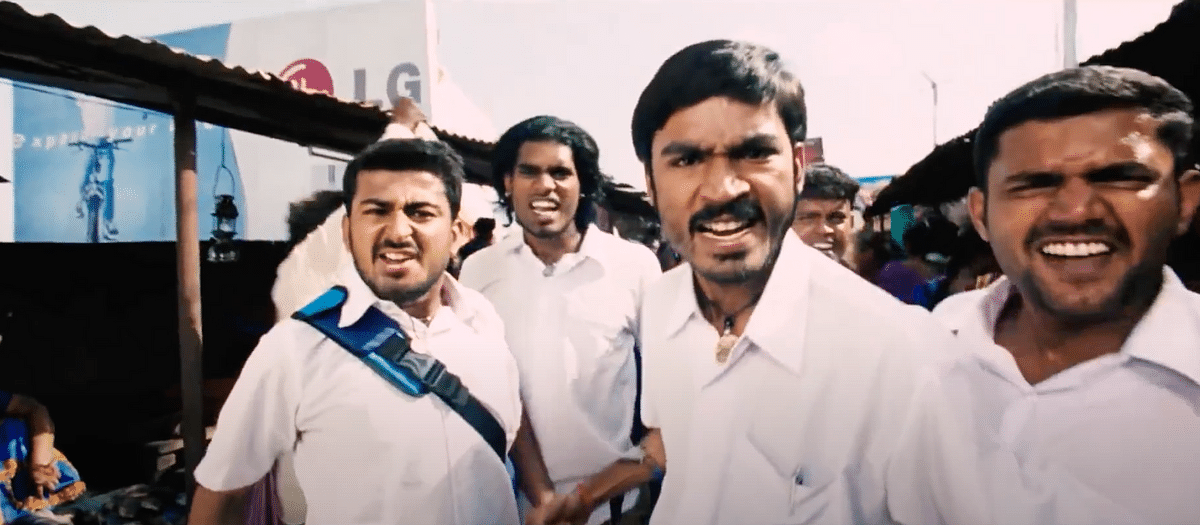 Satish (second from left) in  the '<i>Enga area ulla varaadhe</i>' song from Dhanush's <i>Pudupettai</i>.