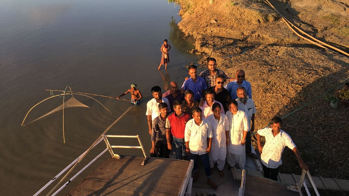 The 15-member team of Morigaon boat clinic.