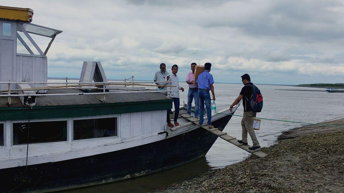 The crew boarding SB Pallavi.