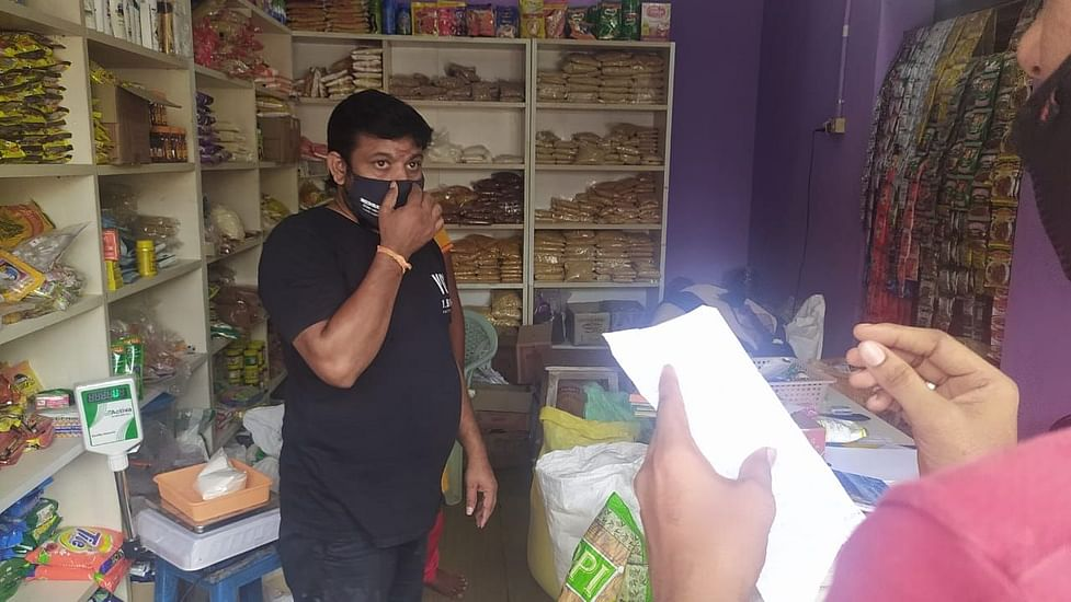 Coronavirus Pandemic In Tamil Nadu Tn Film Director Opens Provision Store During Covid 19 Lockdown
