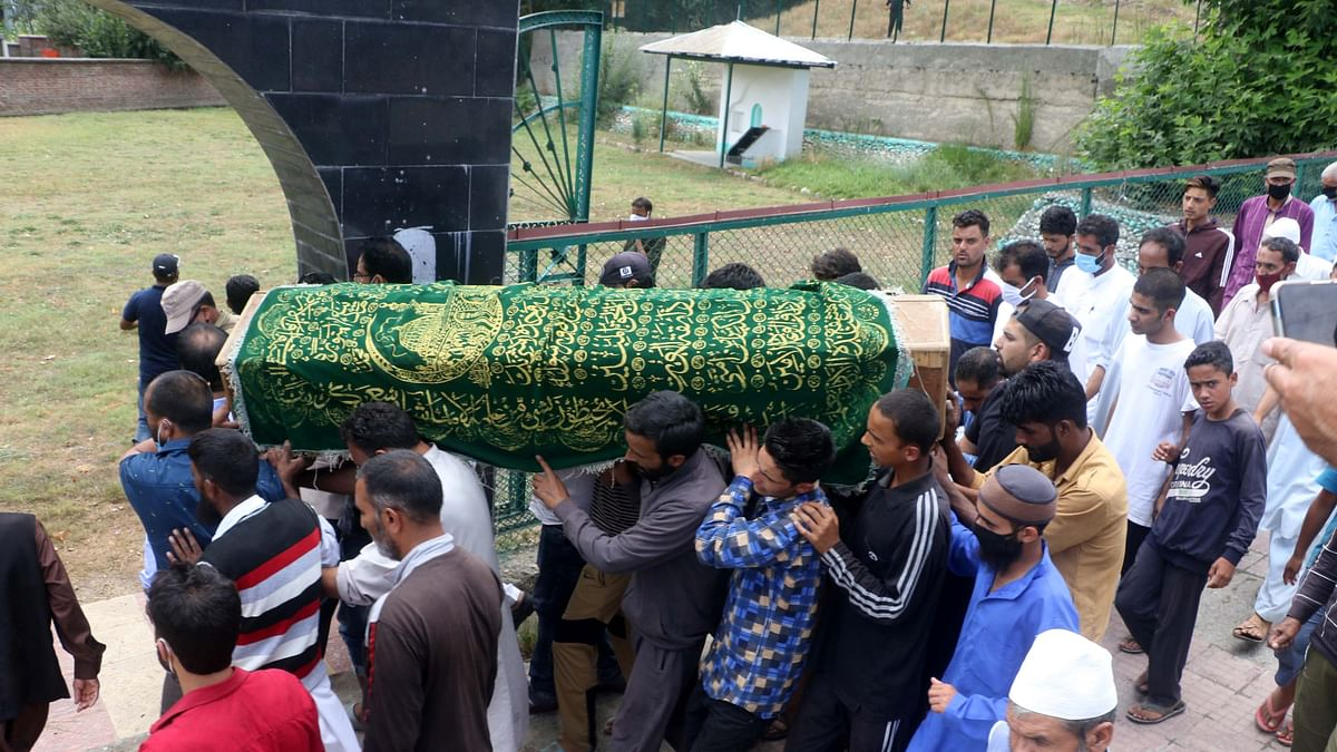 Visuals from BJP Sarpanch Sajad Khanday's funeral in south Kashmir.