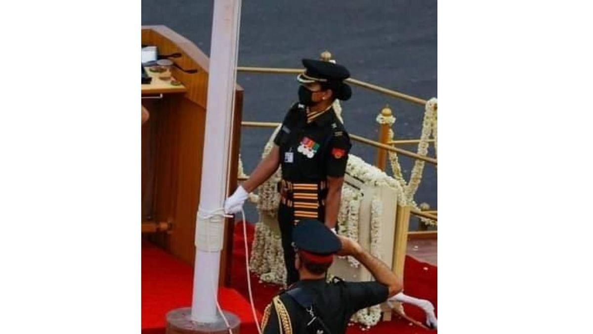 Major Shweta Pandey unfurling the tri-colour at the 74th Independence Day celebrations on 15 August, 2020.