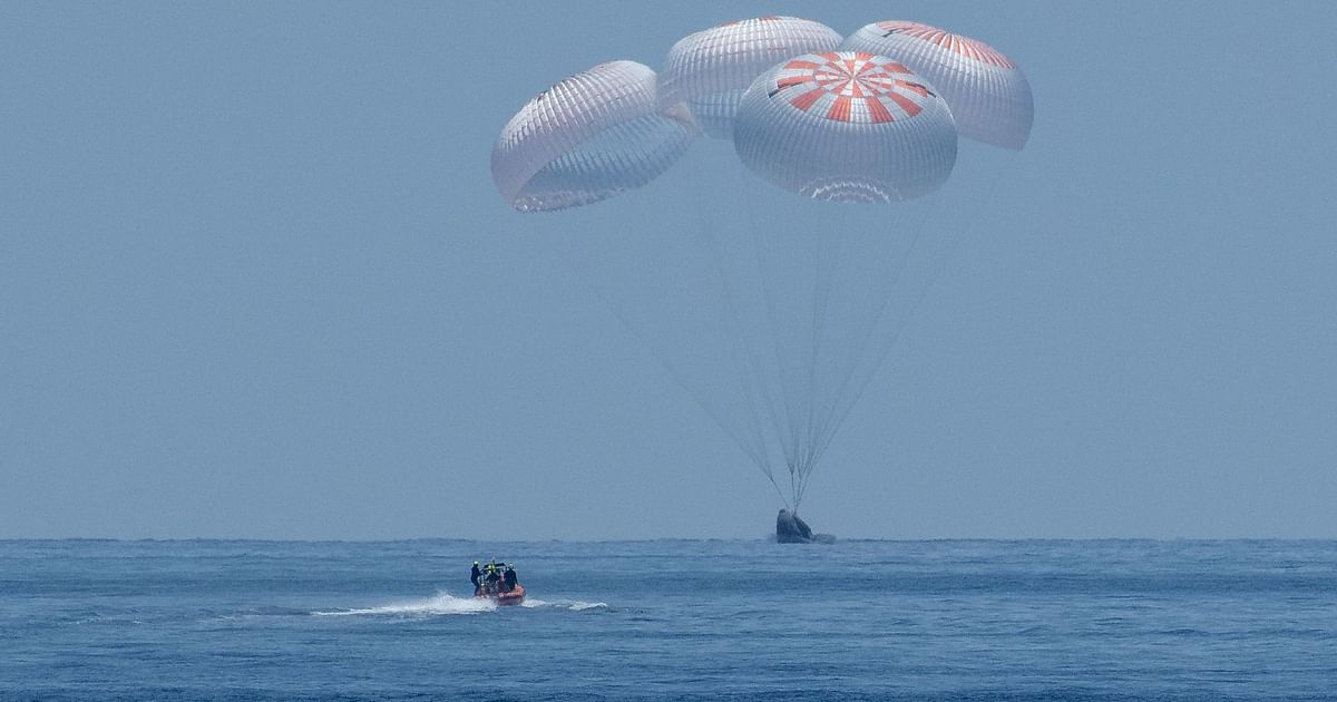 NASA Astronauts in SpaceX Capsule Splashdown in Gulf Of Mexico - The Quint