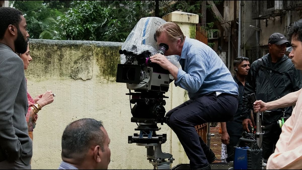 Christopher Nolan on the sets of Nolan.