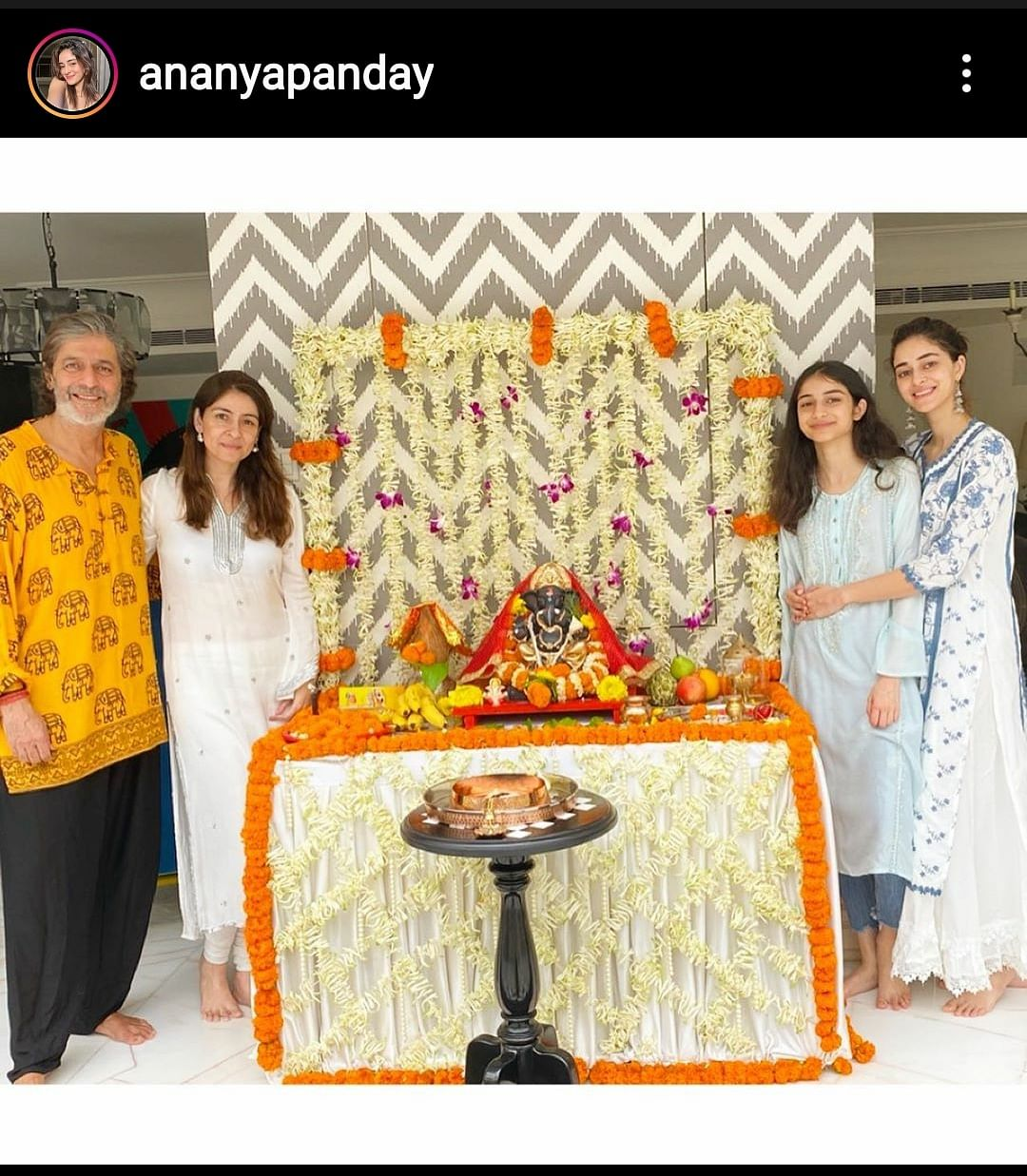 Ananya Panday poses with family on Ganesh Chathurthi.