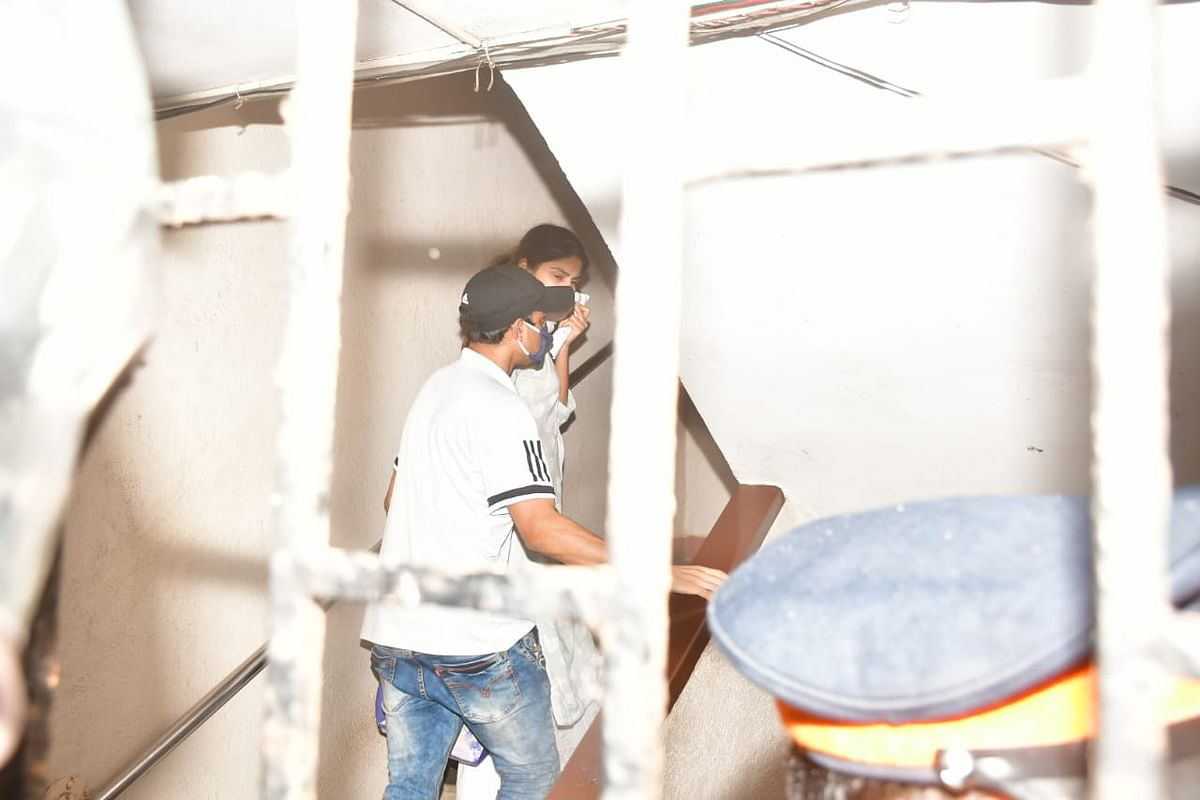 Sushant Case: Rhea Quizzed By CBI For 10 Hours, Summoned Again