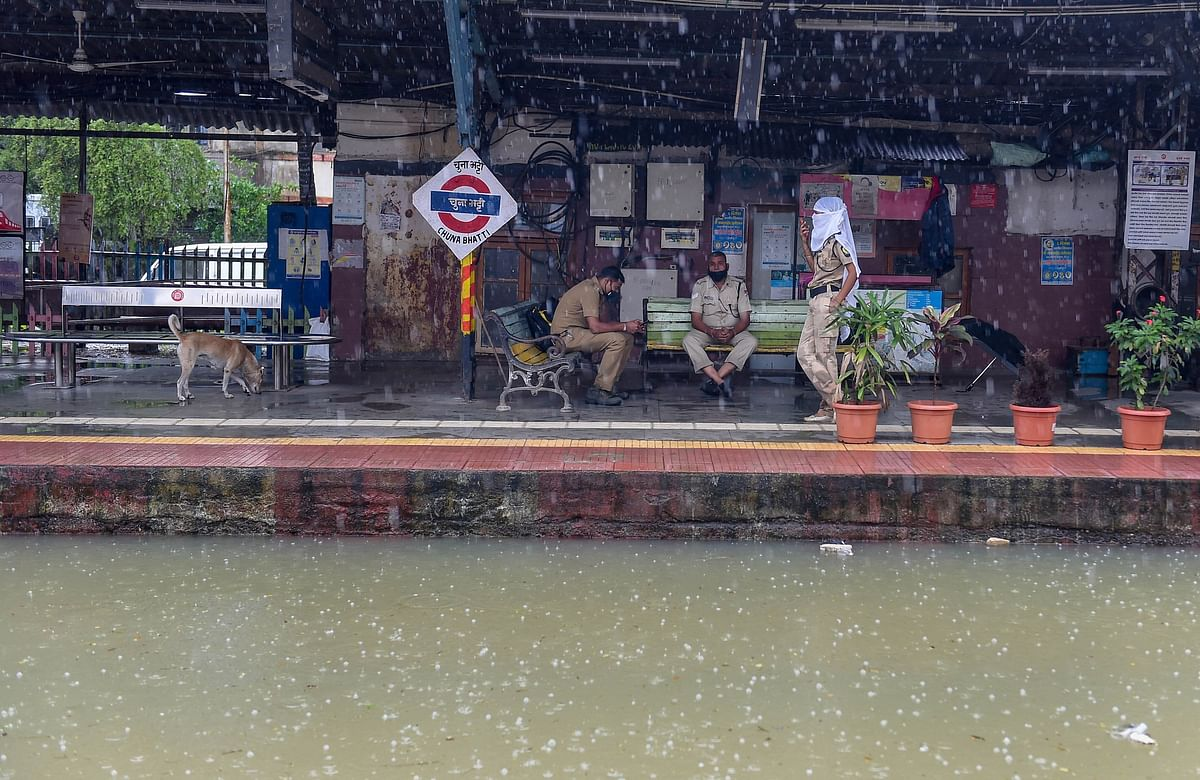 Tracks at sevaral stations on the Harbour line, including Chunabhatti station were completely submerged in water.