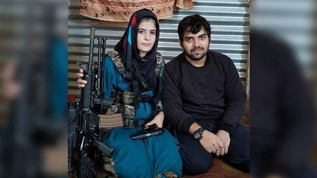 Insha Jan (23), flanked by a top Pakistani terrorist.