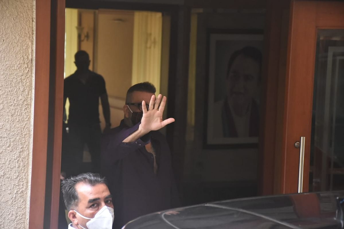 Sanjay Dutt reaches home.