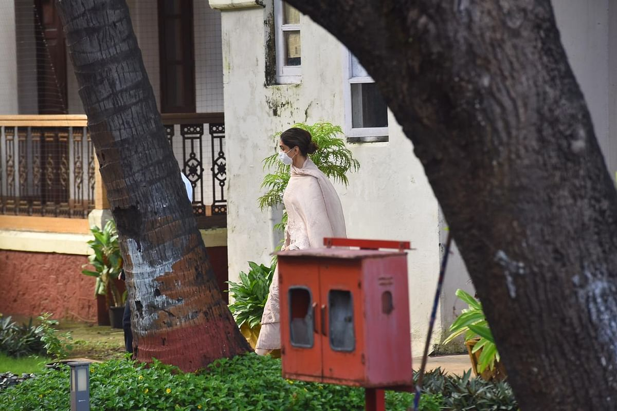 Deepika Padukone leaves NCB office after five hours of interogation.