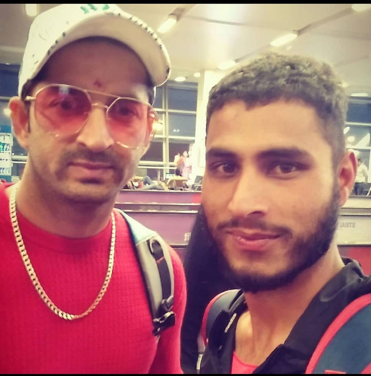 Cricketer Mohit Sharma (L) with Shabir 'Lefty'