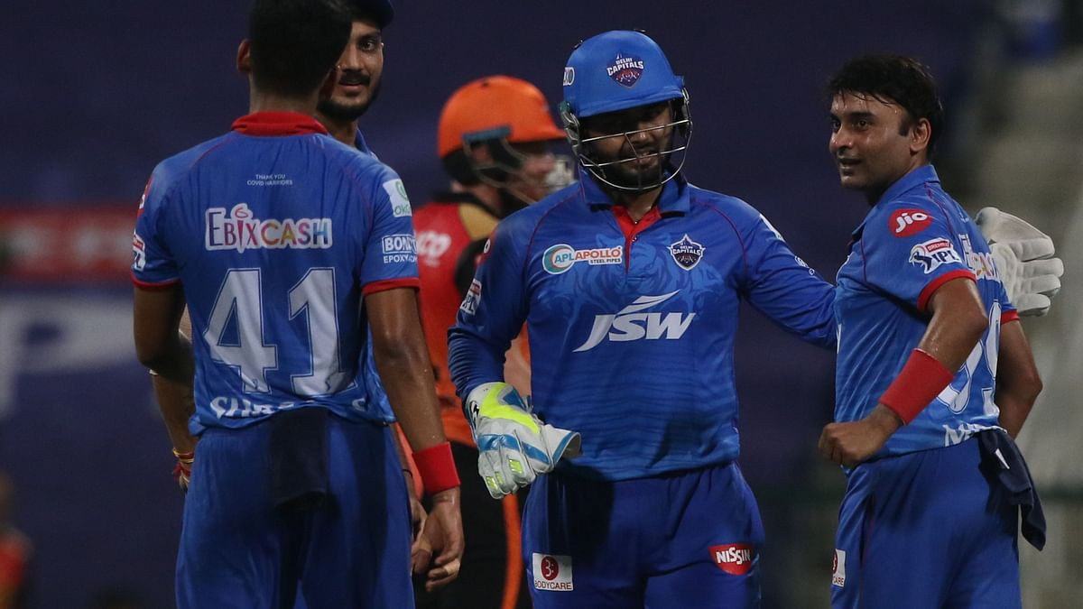 Amit Mishra being congratulated by Delhi keeper Rishabh Pant