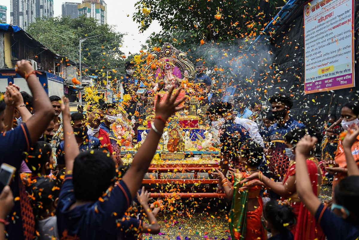 Devotees offer aarti to an idol of the elephant-headed Hindu deity Ganesha before its immersion in the Arabian Sea on the last day of the Ganesh Chaturthi festival, in Mumbai.