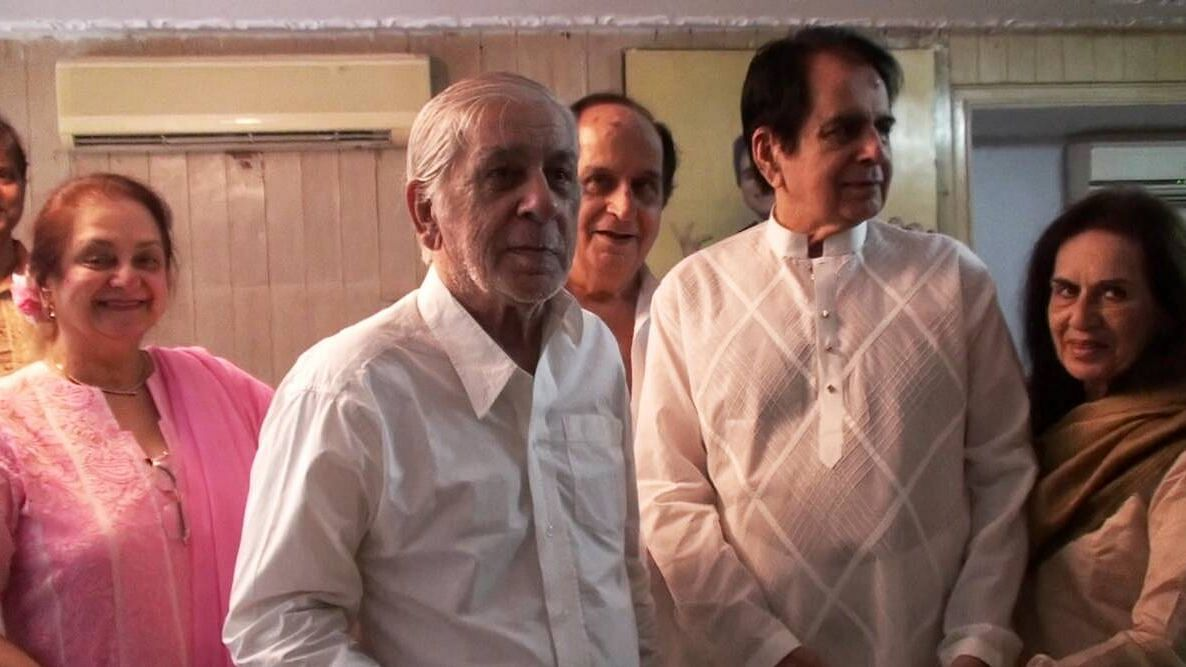 Dilip Kumar's younger brother Ehsan Khan passes away.