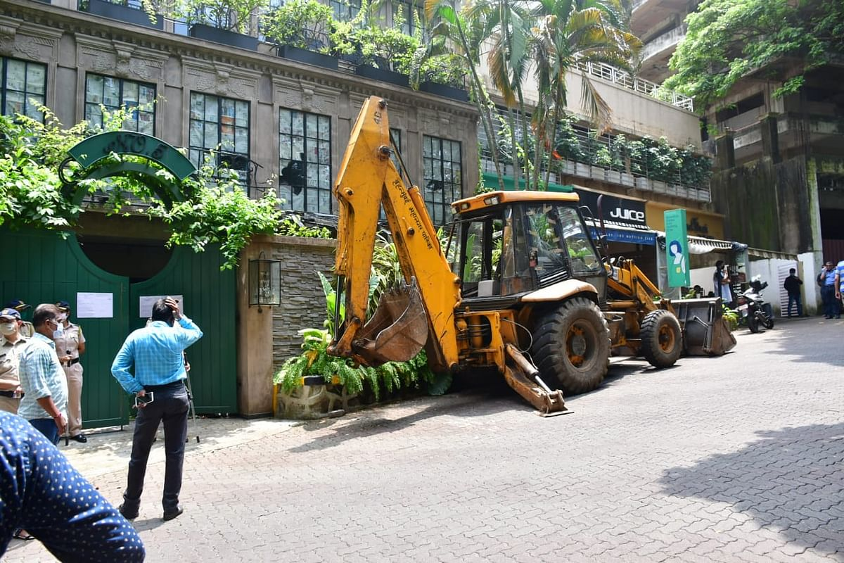 BMC officials start demolishing illegal constructions at Kangana Ranaut's office.
