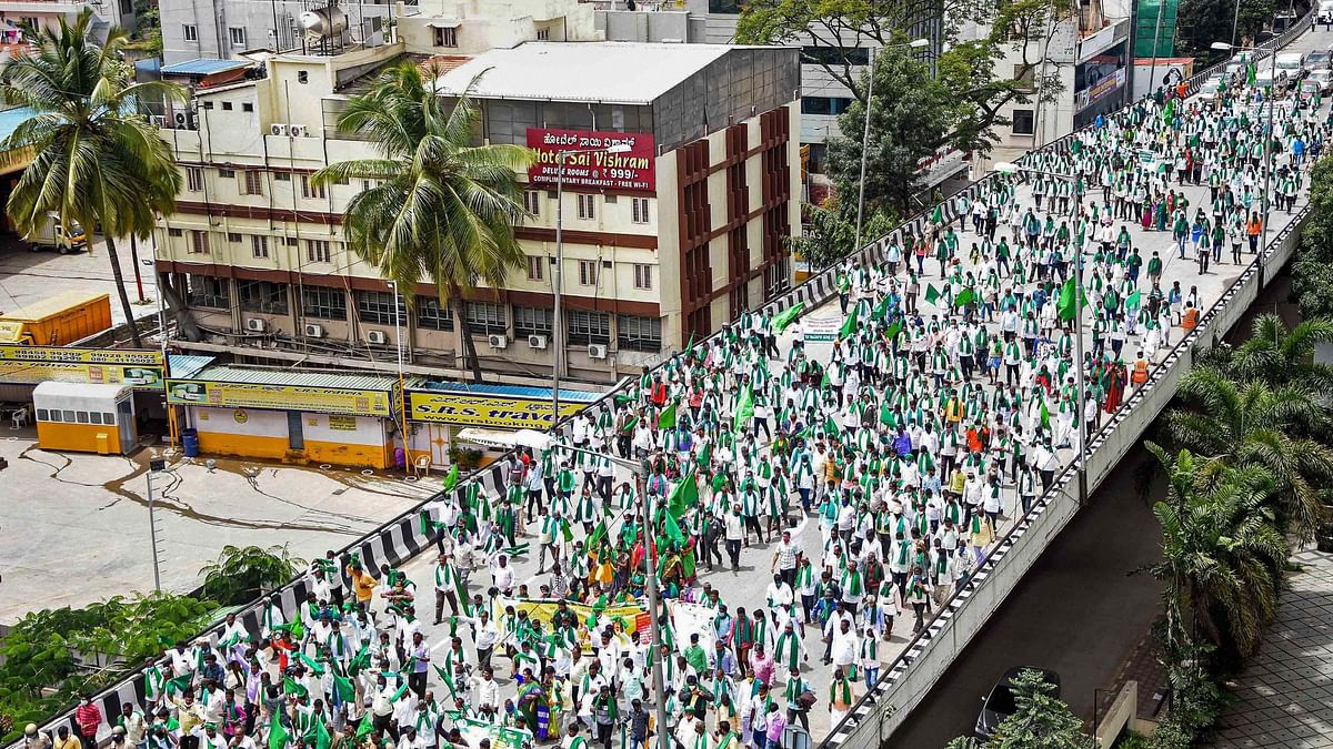 Karnataka State Farmers Association members take part in a protest rally against the State Government over their various demands, in Bengaluru, Monday, 21 September 2020.