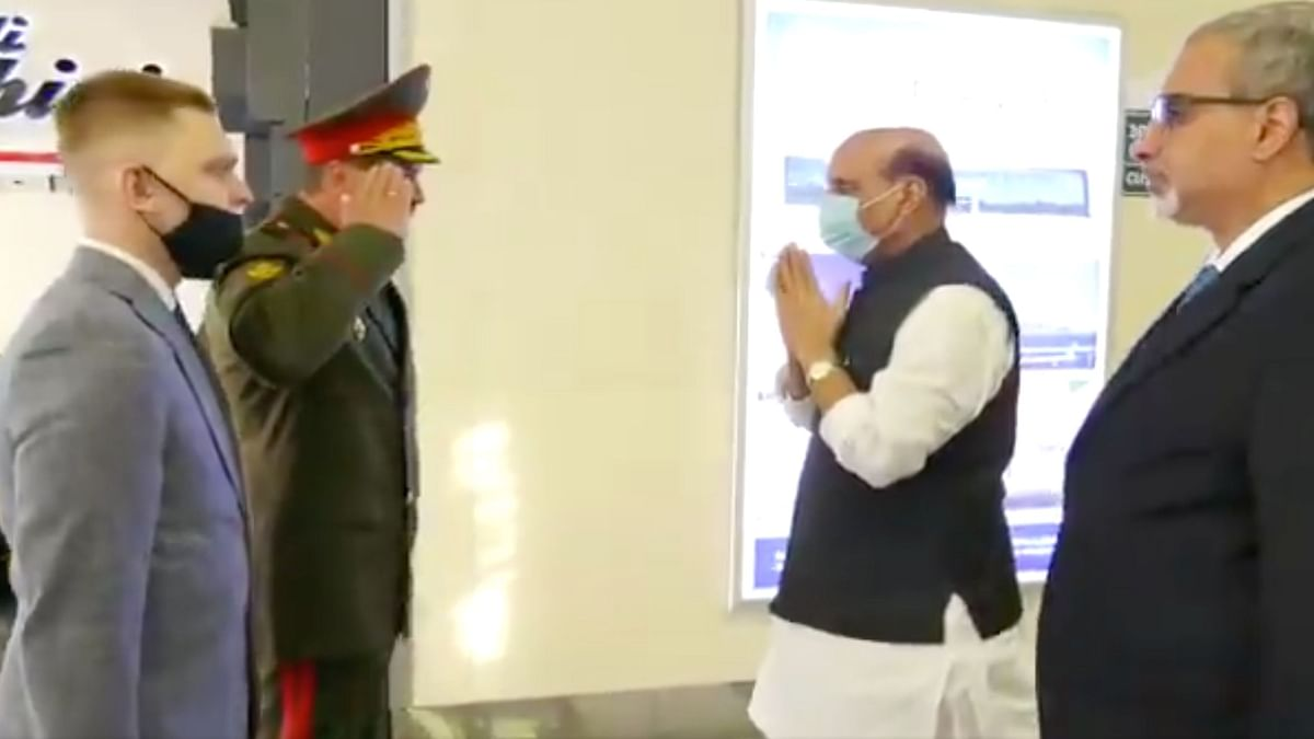 Rajnath Singh's Namaste to Russian Officer's Handshake
