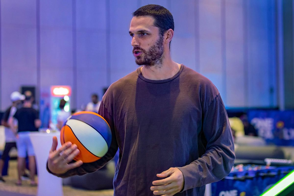 Aussie all rounder Nathan Coulter Nile spotted with a volleyball.
