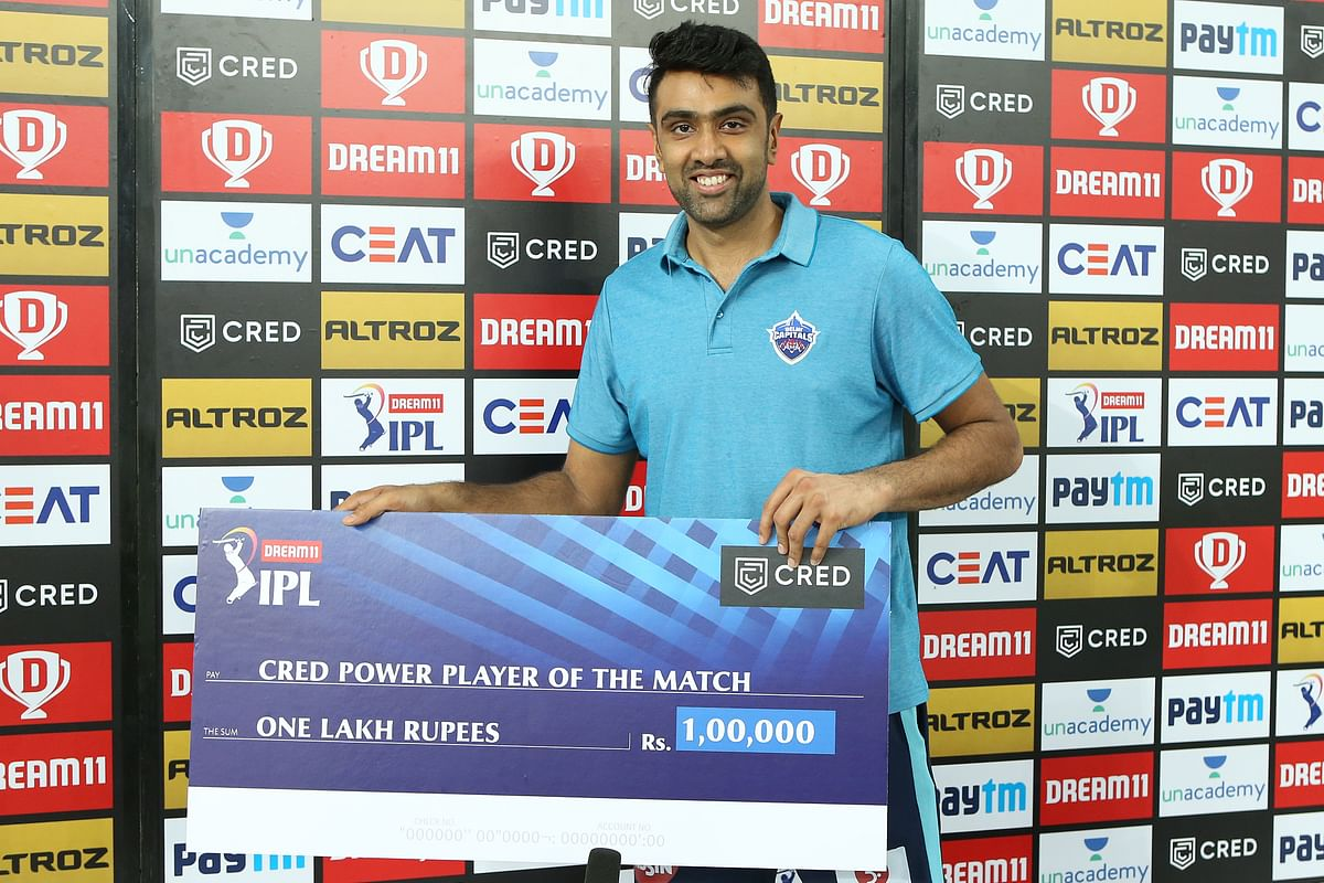 Ashwin came to receive his award after the game without any support on his left arm, giving fans hope his injury wasn't too serious.