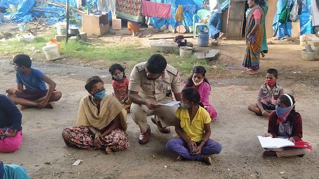 Meet the Cop Who Teaches Children of Migrant Workers in Bengaluru