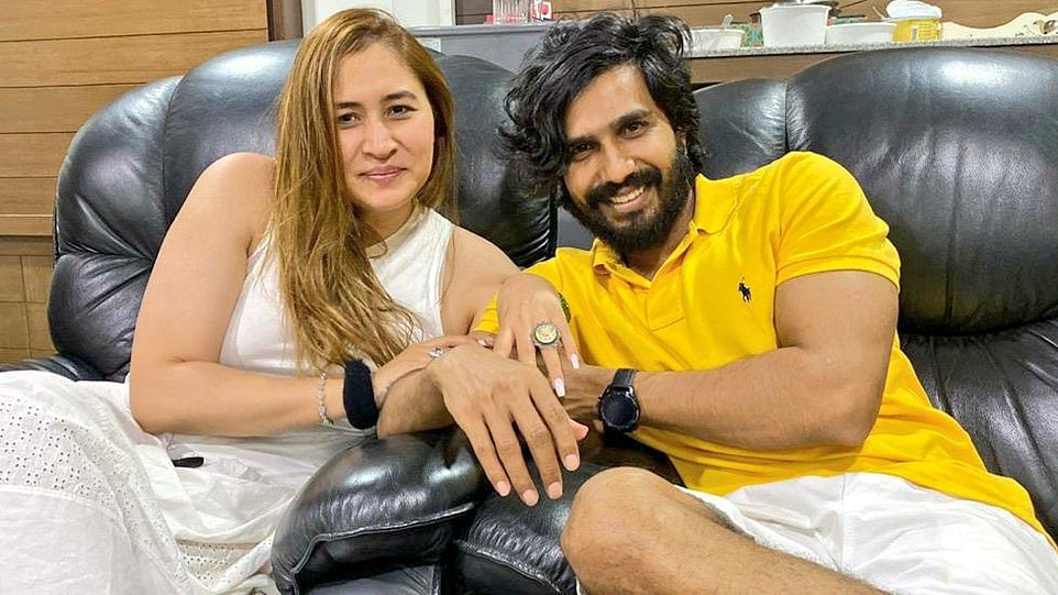 Jwala Gutta Announces Engagement With Tamil Actor Vishnu