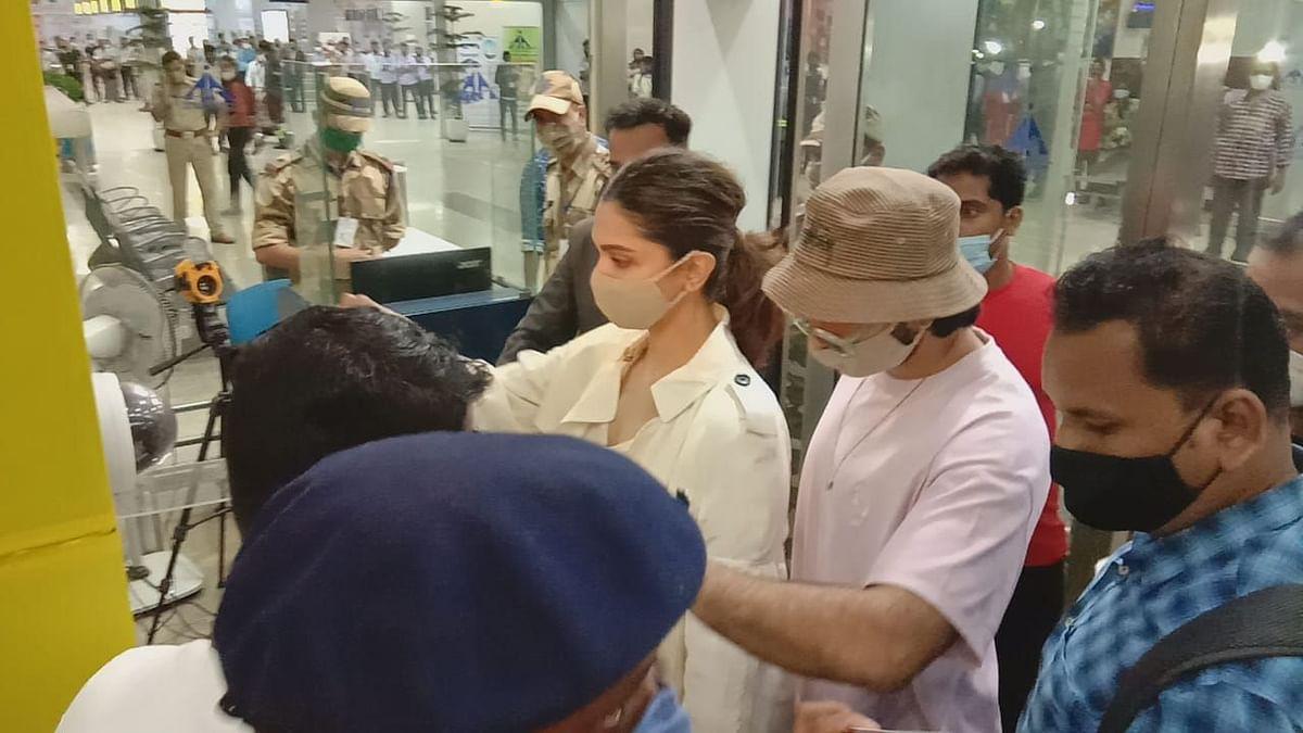Deepika Padukone and Ranveer Singh at the airport in Goa, leaving for Mumbai.