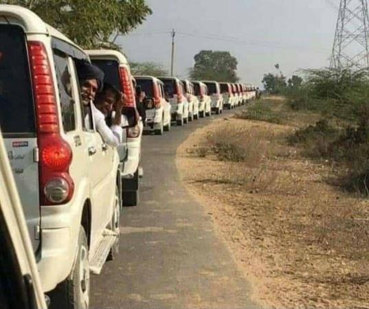 No, That's Not Karni Sena Convoy Enroute Mumbai to Support Kangana