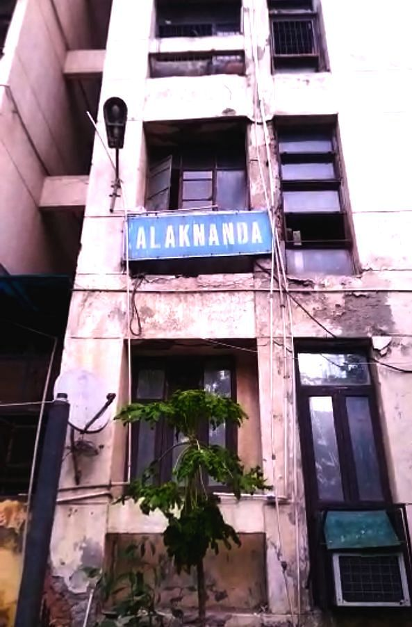Alaknanda Tower in Ghaziabad is in a pitiable condition.