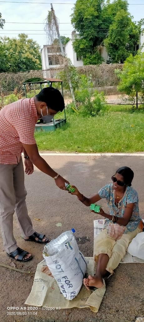 Bhubaneswar Round Table Helps  Frontline Warriors In Odisha